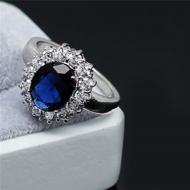 2017 Valentines gifts zircon Wholesale fashion brand Royal Blue William Kate Queen wedding Austrian Crystal Ring jewelry 8585