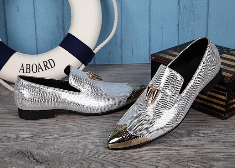Ayakk.'ten Resmi Ayakkabılar'de 2018 İtalyan Ayakkabı Erkekler Deri Çivili Topuklu düğün elbisesi Ayakkabı Altın Gümüş Erkek Lüks Loafer'lar Glitter Brogue ayakkabı İtalya'da  Grup 2