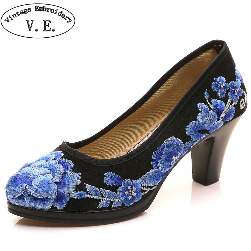 все цены на Chinese Women Pumps Satin Floral Embroidered Medium Heel Elegant Ladies Round Toe Retro Zapatos Mujer Shoes For Cheongsam