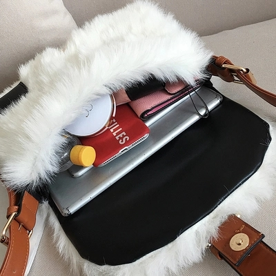 Autumn and winter new large-capacity one-shoulder plush bag wild broadband Messenger bag 2