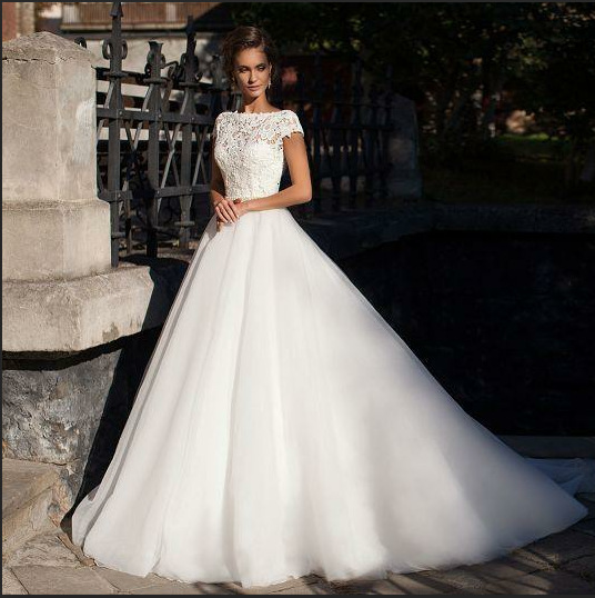 Short Sleeve Scoop Neck Satin with Lace Appliques Wedding Dress Ball Gown Scoop Neck Backless Bridal Gowns Plus Size
