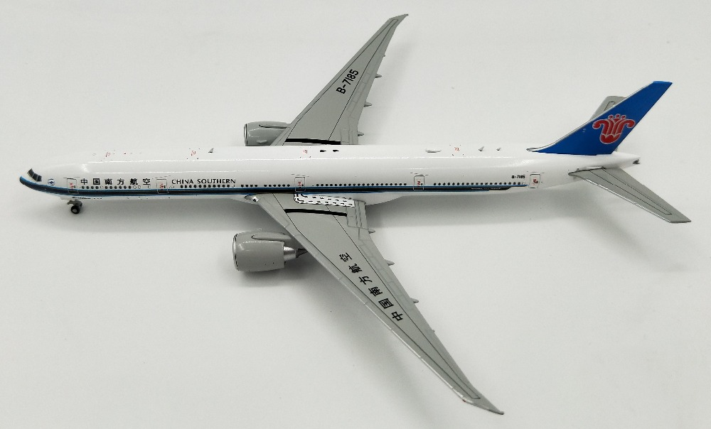 1:400 Model of B777-300ER B-7185 alloy airliner in South China Collection model ...