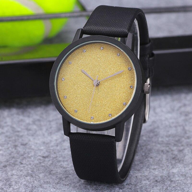 2016 New Fashion Watch Luxury Hollow Triangle Dress Watch Women Elegant Quartz Watch Lady Refinement Wristwatch Relogio Clock