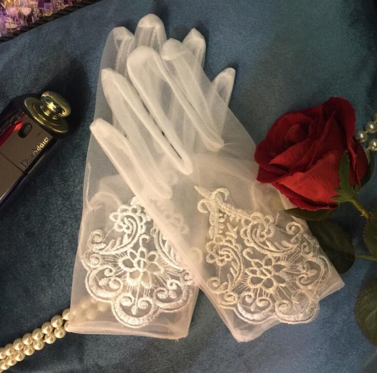 Women's Elegant Perspective White Mesh Glove Female Embroidery Glove R1254