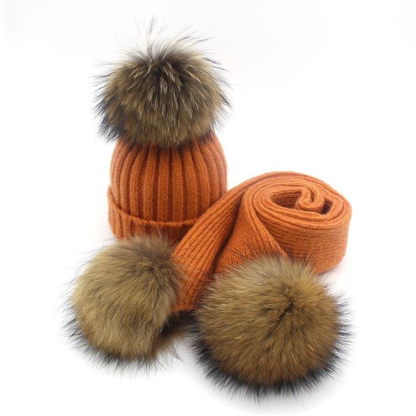 Senhora Blinger criativo pom pom malha chapéu cachecol cachecol de lã de  malha adulto crianças real reaccoon pele pom pom cachecol e gorro conjunto  em ... a34a9373d7a