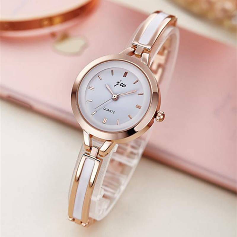 2018 JW العلامة التجارية الجديدة للمرأة عارضة أزياء الكوارتز سوار ساعة اليد الفولاذ المقاوم للصدأ البرسيم كريستال سيدة اللباس الذهب الساعات ساعة