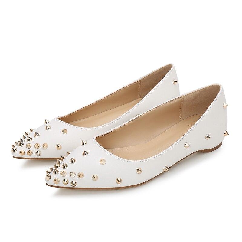 Новый 2018 мода заклепки женщины квартиры обувь сексуальный с острым носом женщины туфли на каблуках леди ну вечеринку свободного покроя PU свадебные туфли белый