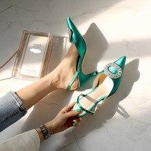 Zapatos de tacón puntiagudos de aguja para mujer, sandalias con hebilla de diamantes de imitación satinadas, versión coreana de the wild Baotou, novedad de verano