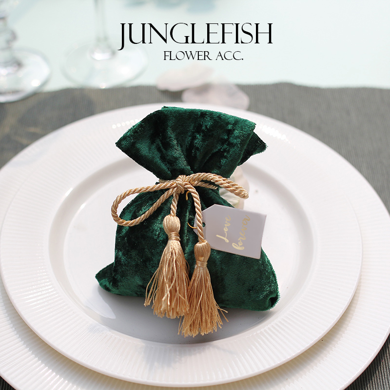 New Green Velvet Wedding Candy Boxes With String And The Cards 9.5*12cm Luxury Gift Pouches Event Party Supplies Favors Bag