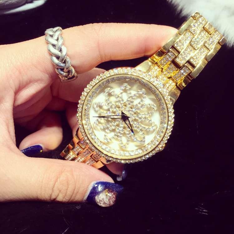 ФОТО Luxury Brand Women Dress Quartz Watch Ladies Casual Rhinestone Sparkling Shining Rotary Dial Wristwatch Relogio Feminino OP001