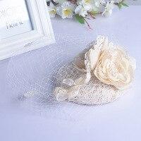 ด้านบนหมวกปกคลุมF Ascinatorผมดอกไม้ลูกไม้หมวกแต่งงานและFascinators