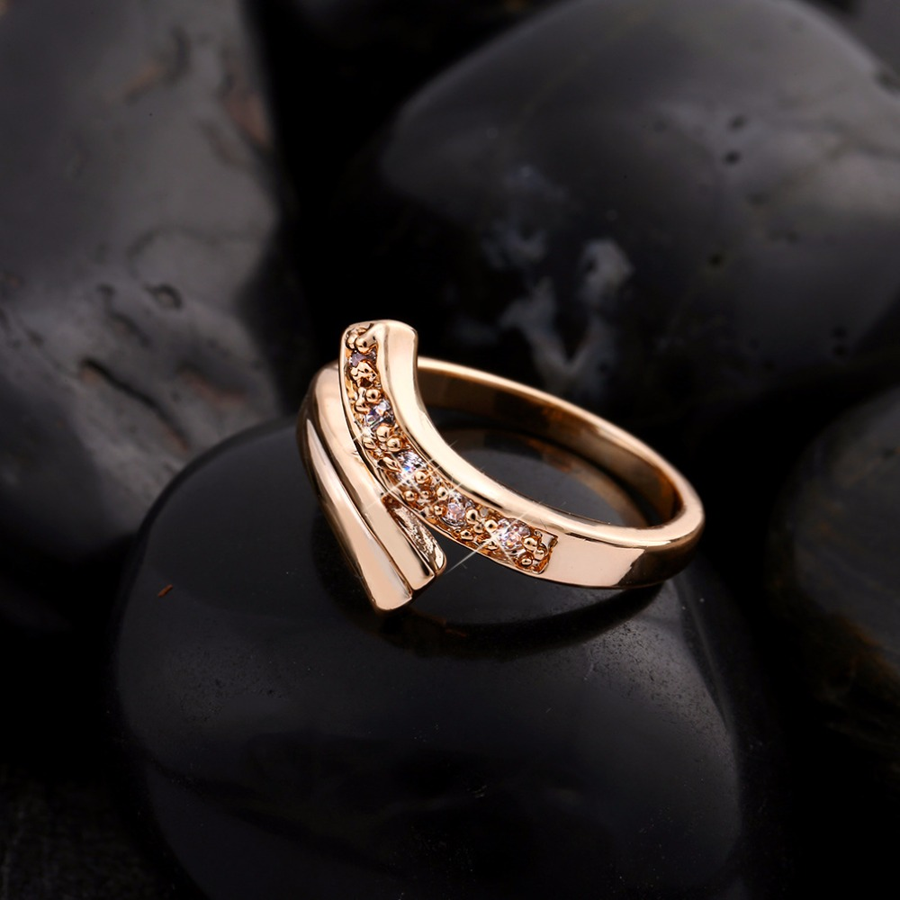 Crazy Feng 2017 Unique Design Bend Gold-color Ring Fashion Crystal Jewelry Rings For Women Bridal Wedding Ring Lovers Gift