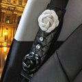 Camelia de Asiento de Coche Cubierta de la Correa de Cuero con Acolchado de Hombro Del Cinturón de seguridad Cinturón de Seguridad Del Coche de Cristal Auto Cojín Accesorios Para Niñas