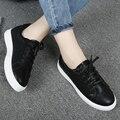 Novas mulheres mocassins Lace up Casual Flats salto dedo do pé redondo preto branco preguiçoso Shoes outono mulheres de conforto sapatos