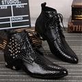 Hombres guapos de Alta Calidad Botas de Moto Para Hombre Señaló Remache Del Dedo Del Pie Botines Con Cordones Zapatos de Vestir de Boda Oxfords Botas Hombre