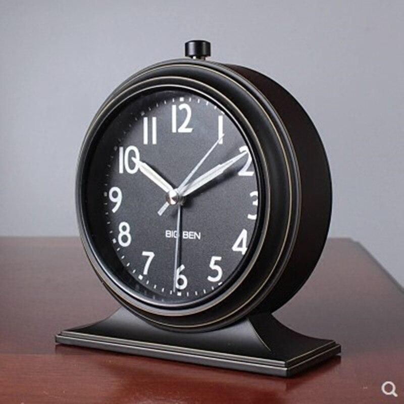 Réveil rétro européen chevet silencieux horloge de bureau Simple ornements horloge de chambre lumineuse