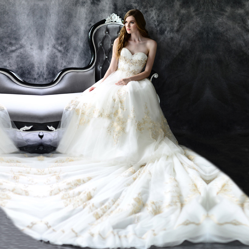 Dhg638 Exotic Vintage Wedding Dresses Lace Long Tail Western Styles