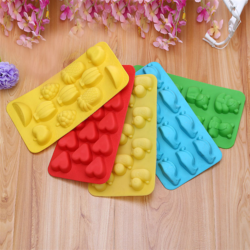 Cute Bear Pineapple Silicone Ice Cube Tray Kitchen Accessories Fruit Ice Cube Maker Icecream Drinking 1734