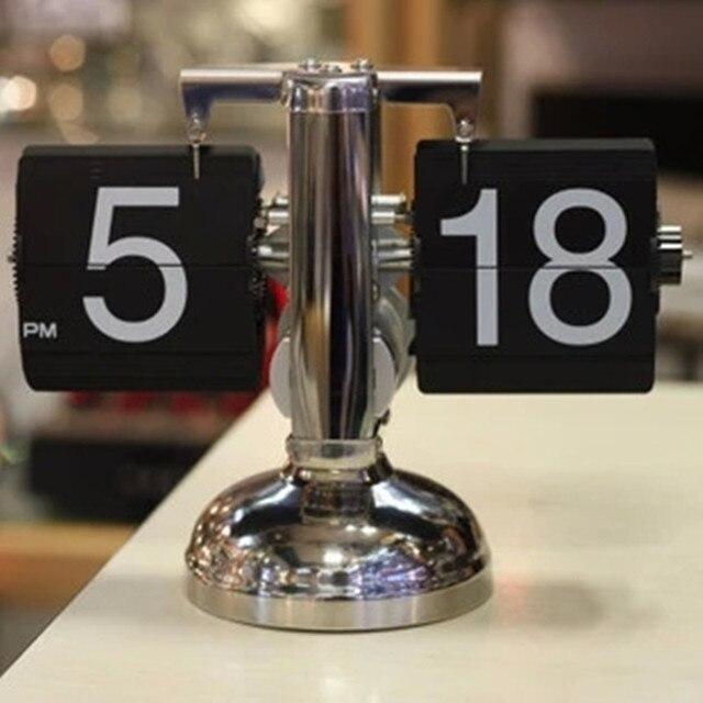 2b9829bea53 Mobiliário decorativo criativo relógio de mesa relógio de pêndulo mecânico  automático de viragem de pequena escala
