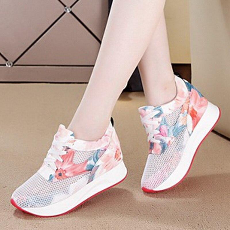 Nuevos zapatos informales para mujer, zapatos de plataforma con cordones florales de camuflaje a la moda, zapatos de altura creciente cuña para mujer 4