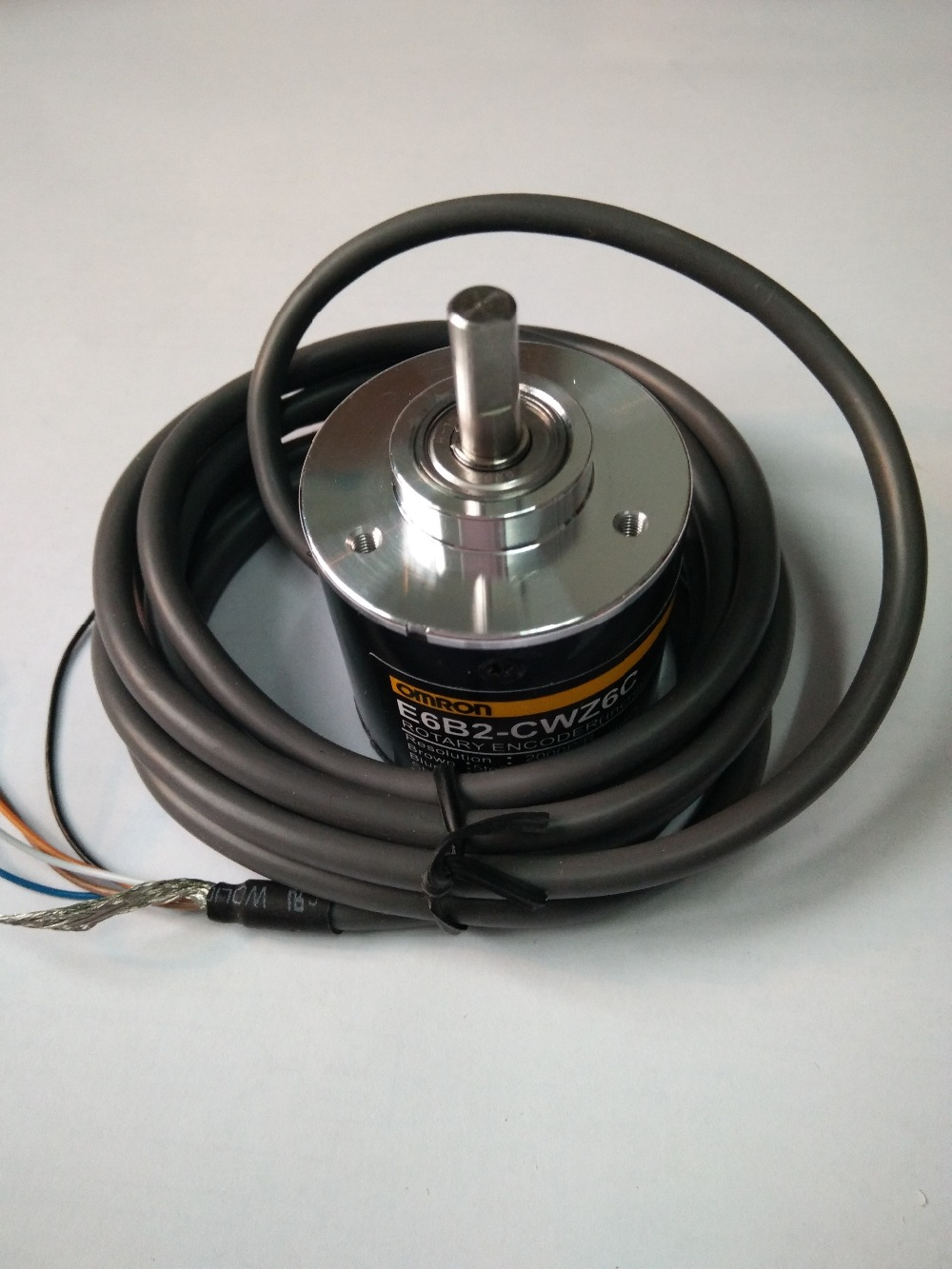 Image 2 - Free Shipping E6B2CWZ6C OMRON Rotary Encoder E6B2 CWZ6C 20 30 40 60 100 200 360 400 500 600 1000 1024 1800 2000 2500P/R 5 24v-in Switches from Lights & Lighting
