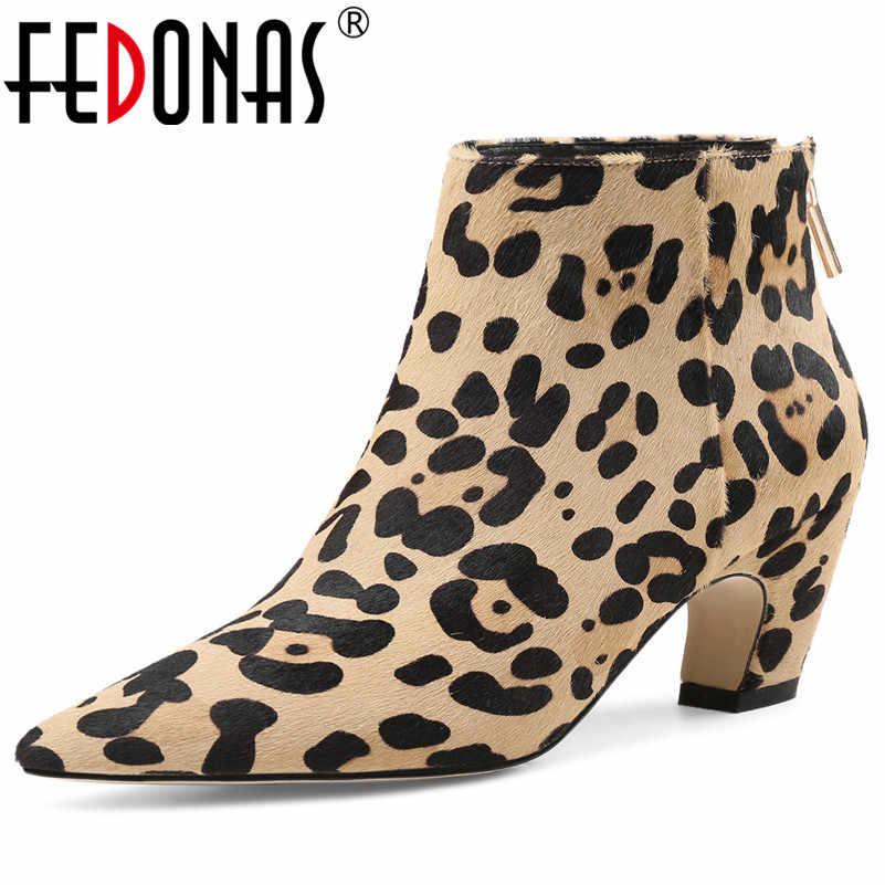 FEDONAS 2020 YENI Stil Moda Kadın yarım çizmeler Sivri burun Kadın Bayan Botları At Kılı Parti Balo Pompaları Kaliteli Kış Ayakkabı