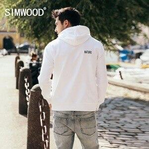 Image 2 - سترة جديدة من SIMWOOD موضة ربيع وشتاء 2020 للرجال مطبوعة بلوفر بقلنسوة مقاس كبير بلوزات ملابس ماركة غير رسمية 180483