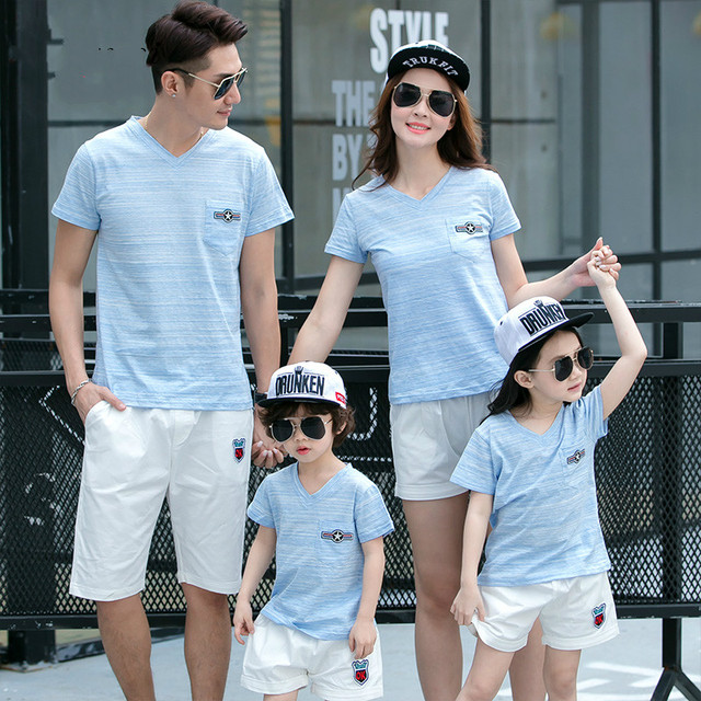 04ad9da7521 2019 Summer New Family Matching Clothing Outfits mother son daughter father  sets Blue T-shirt + White Pants Family Look