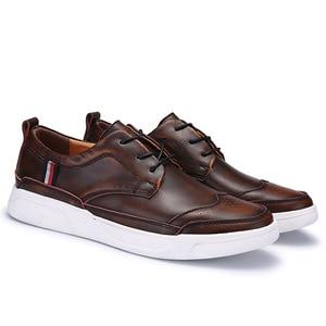 Image 2 - 2018 dos homens de alta qualidade couro sapatos casuais sapatos masculinos brogue mocassins moda tênis