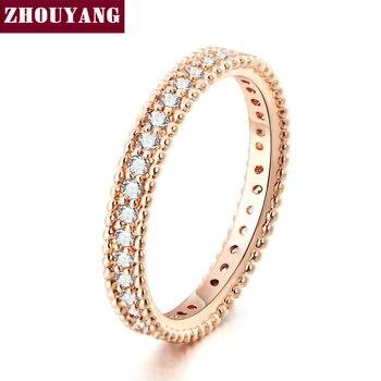 Damska obrączka w kolorze różowego złota z cyrkoniami