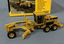 Norscot Cat 163H motor grader 1:87 scale deicast model toy