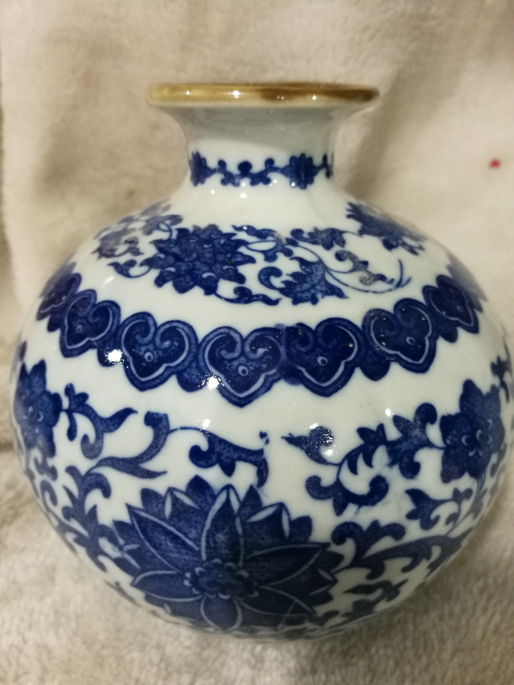 Beau vase en porcelaine bleu et blanc de style chinois JingdezhenBeau vase en porcelaine bleu et blanc de style chinois Jingdezhen