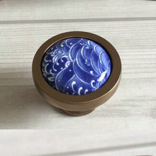 Creative fashion vintage bronze furniture knob white and blue porcelain drawer cabinet knob antique brass ceramic dresser pull
