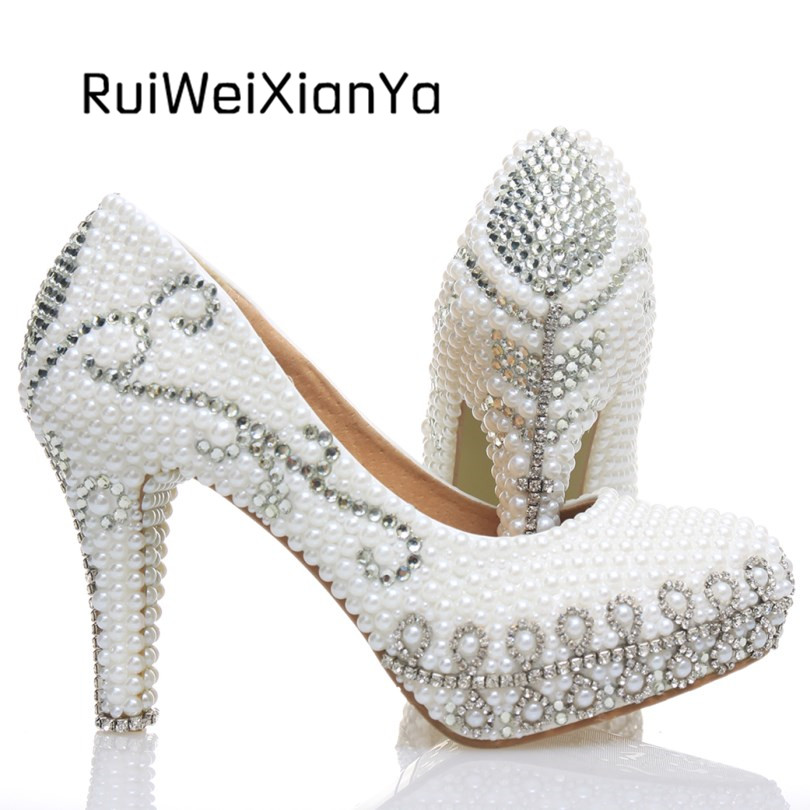 2017 New Fashion Sapato Feminino Bridal White Wedding Shoes Crystal Diamond Woman Pumps High Heels Platform Shoes Plus Size Hot 2017 new fashion spring ladies pointed toe shoes woman flats crystal diamond silver wedding shoes for bridal plus size hot sale