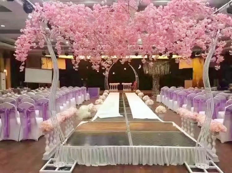 Romantische Hochzeit Dekoration weiß Kirsche Blume Baum Straße Zitiert Bogen Braut und Bräutigam Fotografieren Requisiten 2 teile/los
