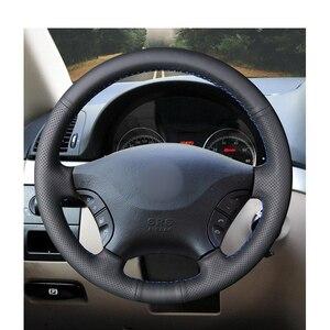 Image 2 - Ręcznie czarny z nitką PU sztuczna skóra osłona na kierownicę do samochodu Mercedes Benz W639 Viano Vito Volkswagen VW Crafter