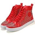 Gran Tamaño de Los Hombres Zapatos Casuales Remaches de Alta Superior Transpirable PU cuero Pisos Lace Up Vintage Para Hombre Entrenadores Zapatillas Hombre Rojo negro