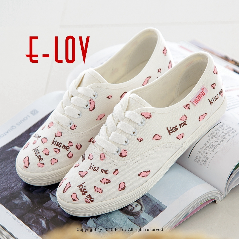 E-LOV Special Kiss Me Lips Pattern Design Hand-Painted Canvas Shoes Personalized Women Adult Casual Shoes Cute Platform Shoes 2016 new cartoon anime figure despicable me 2 minion shoes couples hand painted canvas shoes women men casual shoes big size 10