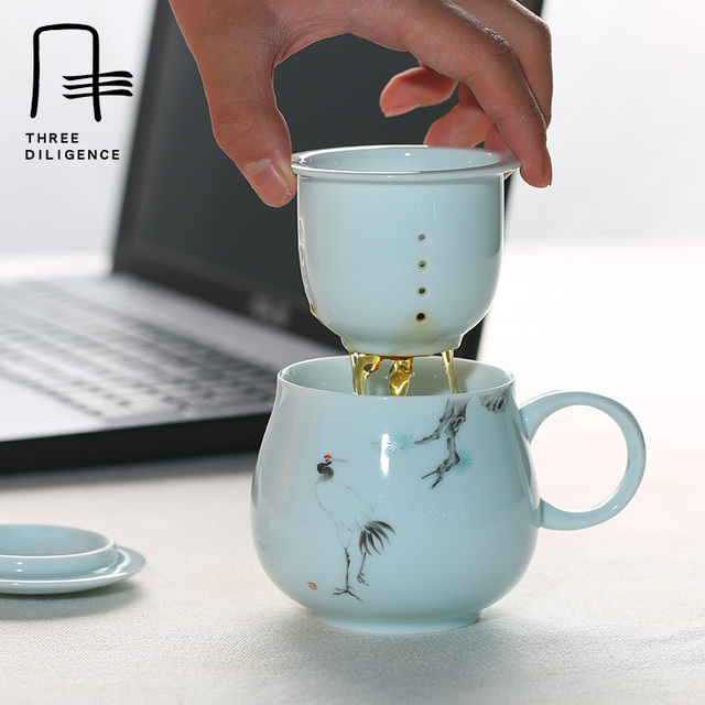 office cups. 340ml Apple Mug With Handle Lid Filter Handpainted Office Tea Cups Creative Gift Ceramic Coffee Mugs A