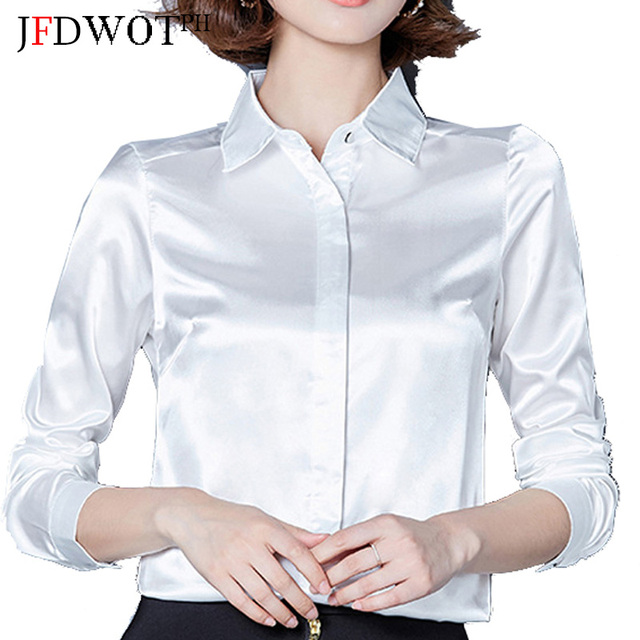 witte blouse vrouw