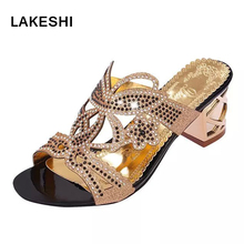 Летние женские со стразами и квадратным Сандалии на каблуке Новая модная повседневная пляжная обувь женские шлепанцы