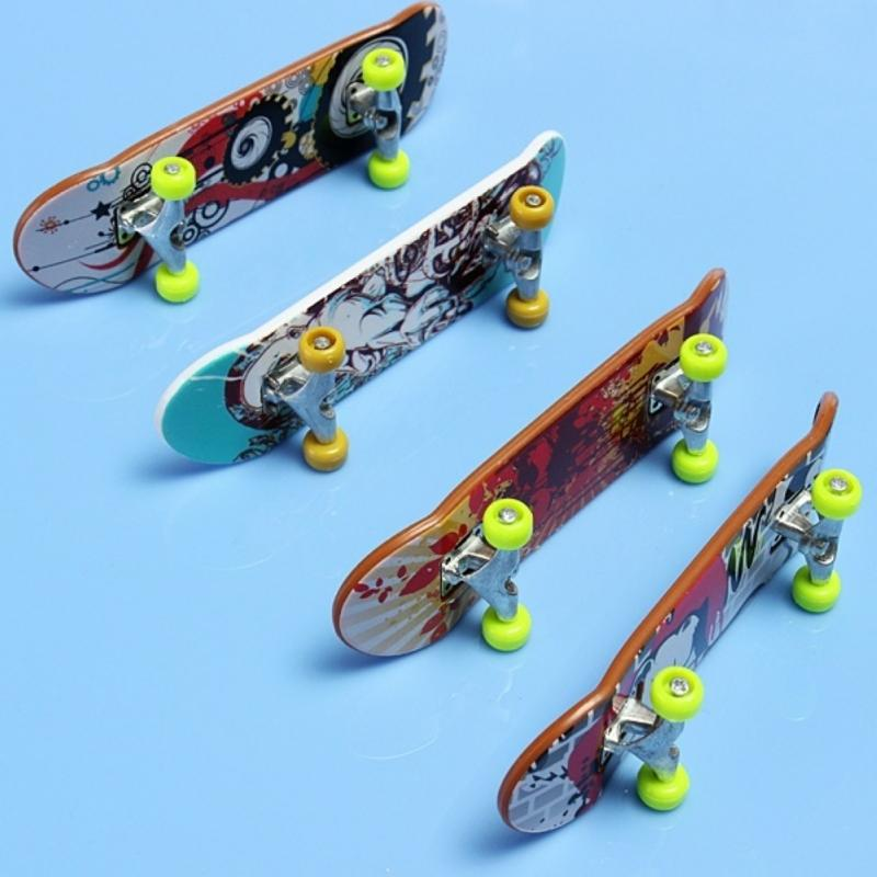 2X Mini Finger Board Skateboard Novelty Kids Boys Girls Toy Gift for Party