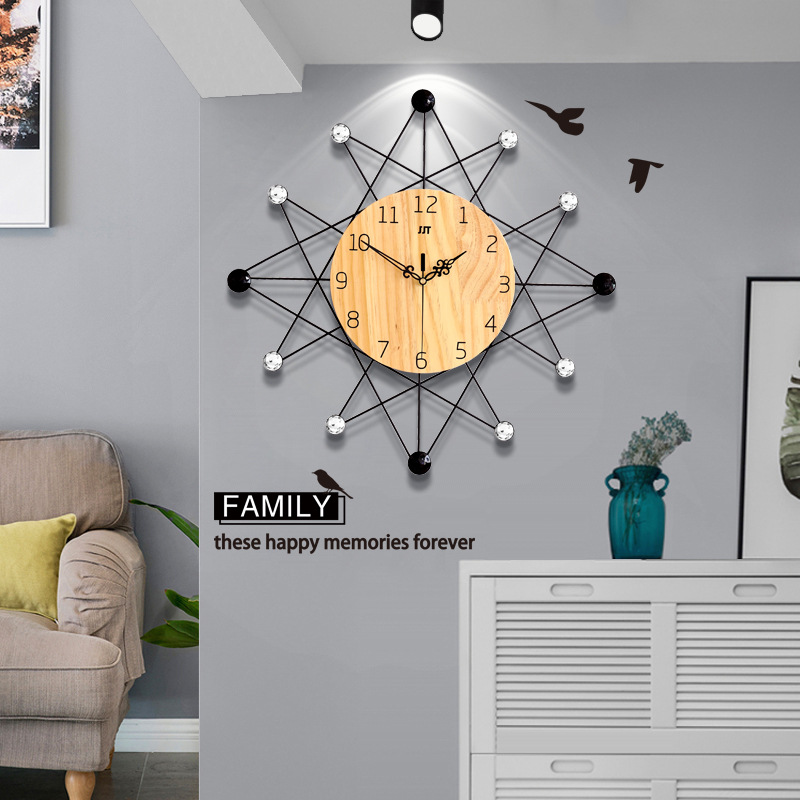 2019 new clock living room personality fashion modern simple clock North European creative mute home hanging tables wall clock