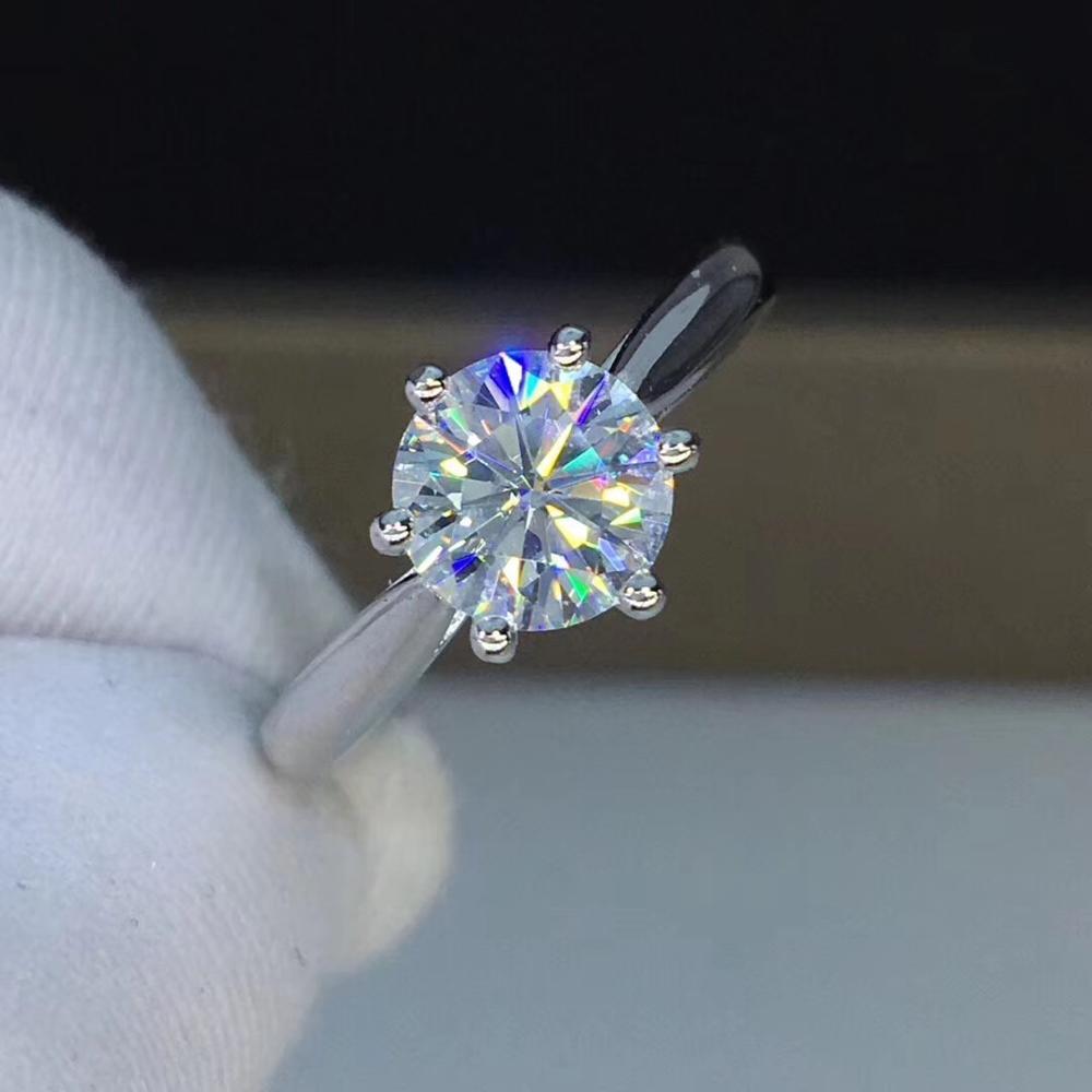 Round Silver Moissanite Ring 1ct D VVS Luxury Moissanite Weding Ring for WomenRound Silver Moissanite Ring 1ct D VVS Luxury Moissanite Weding Ring for Women