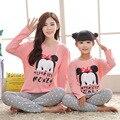 2017 Мать и Дочь Пижамы Минни Семьи Сопоставления Одежда Наряды Мама и я Одежда Девочек Pijamas Пижамы Fille