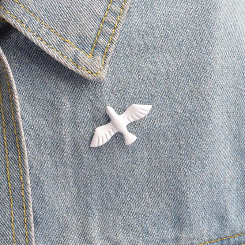 Simple Retro White Pigeon Brooch Enamel Pins Jewelry Brooches Gifts For Women Jewellery Animal Pin Acessorios Bijoux Femme