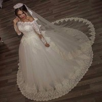 Luxury Vintage Long Sleeves off Shoulder Wedding Dresses Princess Lace Alliques Bridal Bride Gowns with veil robe de mariage