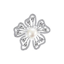 Fashionable Beautiful Copper Brooch Highlights Temperament Flower Pearl Pin Wedding Jewelry Adornment High Quality