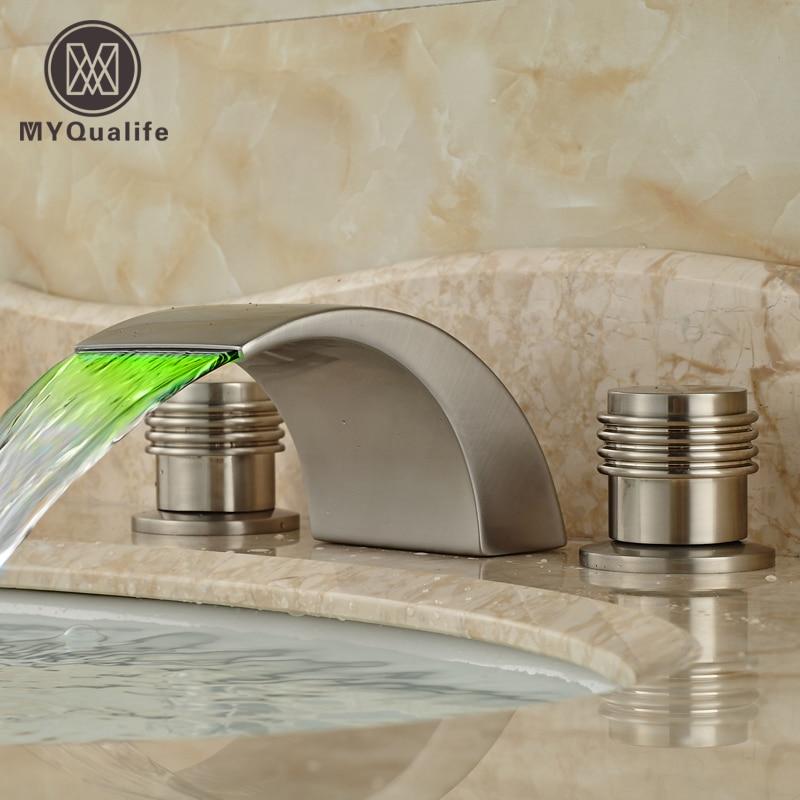Роскошные Цвет Изменение Свет Смеситель палубе крепление Водопад Ванная комната смесители матовый Никель отделка