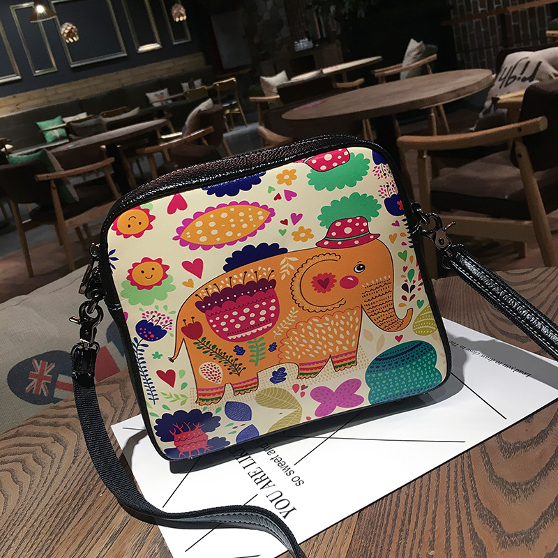 ФОТО Genuine Leather cowhide single shoulder female cartoon small inclined shoulder bag joker hand-painted small party Small bag